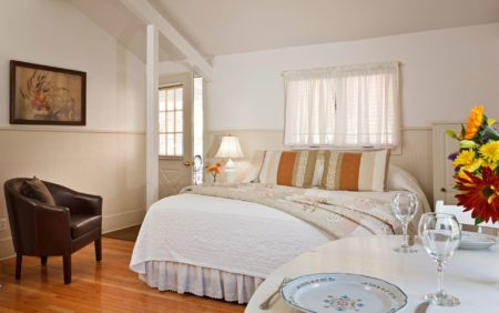 Spacious Studio Accommodations with Kitchenette in Woodstock New York